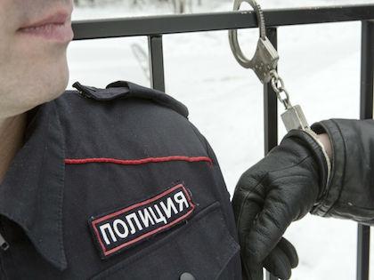 Полицейский был задержан около дома 37 по Витебскому проспекту //  Николай Гынгазов / Russian Look