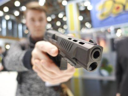 Грабитель распугал персонал и покупателей пистолетом // Global Look Press