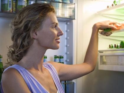 Девушка у холодильника // Global Look