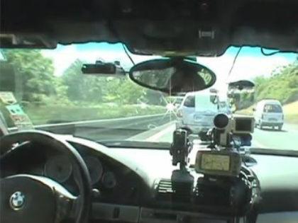 Раз вы путешествуете на авто с российскими номерами, будьте готовы к тому, что в любой европейской стране штрафы придется платить на месте и наличными // Стоп-кадр YouTube