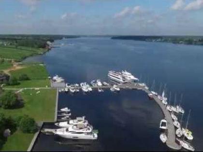 Клязьминское и соседнее Пироговское водохранилище – излюбленные места отдыха столичных яхтсменов // Стоп-кадр YouTube