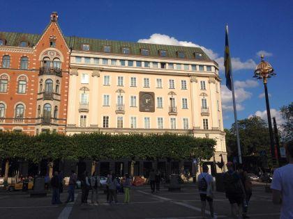 Это здание, в котором когда-то был Kreditbanken. Теперь здесь расположились дорогая гостиница и дорогой бутик одежды // Елена Мильчановска/Sobesednik.ru