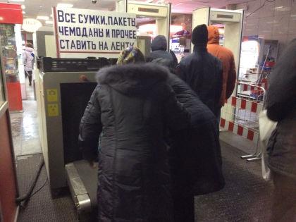 Досмотр вещей на Курском вокзале // Валерий Ганненко / Sobesednik.ru