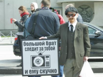 Мэрия города впервые согласовала акцию и даже приняла в ней участие // Виктория Савицкая