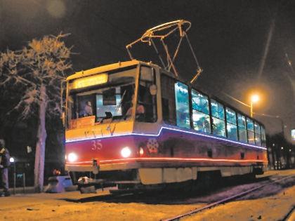 Новогодний трамвай скоро начнет курсировать по центру Твери // tverigrad.ru