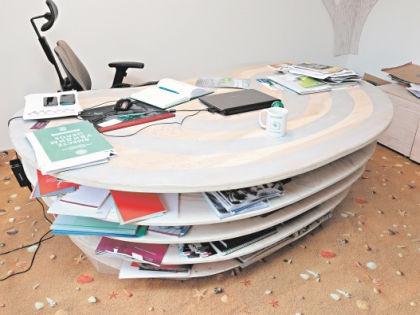 От формы стола зависит настроение работника! // Андрей Струнин / «Собеседник»