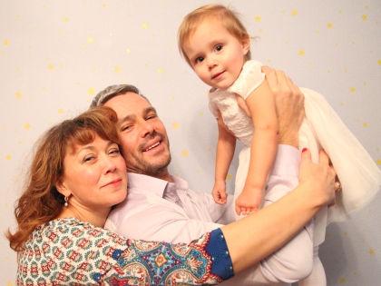 Сергей Губанов с женой и дочерью // Святослав Мейер