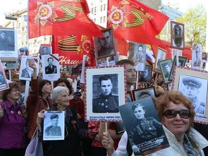 По данным столичного МВД, в акции «Бессмертный полк» на Красной площади 9 мая приняли участие около 500 тысяч человек // Андрей Струнин / «Собеседник»