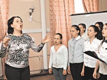 «Смуглянку» в этой школе поют на французском // Андрей Струнин / «Собеседник»
