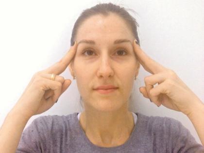 С возрастом все мышцы слабеют, кожа теряет упругость, на шее появляются морщинки, «сообщающие» примерную дату вашего рождения // Sobesednik.ru