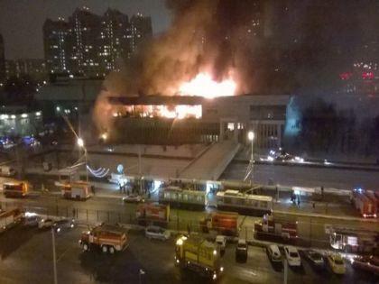 Огонь в ИНИОН спалил крышу и больше половины здания // Владимир Абрамов / «Собеседник»