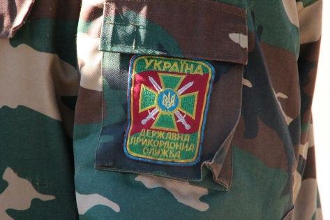 В прошлом году СМИ сообщали, что украинские пограничники не пропускают на территорию страны россиян мужского пола, не имеющих на руках письменного приглашения либо свидетельства о тяжелой болезни или смерти близких родственников // Russian Look