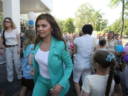 Алина Кабаева посетила кафе «Кофемания» на Кудринской площади // Russian Look