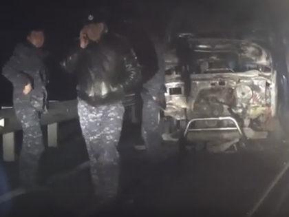 Сожжённая машина правозащитников  // Кадр YouTube