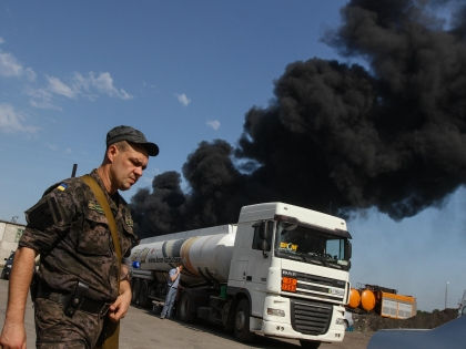 Пожар на нефтебазе «БРСМ-Нафта» начался вечером 8 июня // Global Look Press