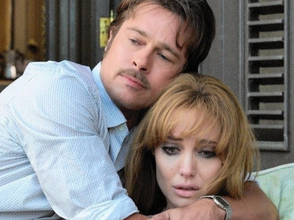 Брэд Питт и Анджелина Джоли в фильме «Лазурный берег» // kinopoisk.ru