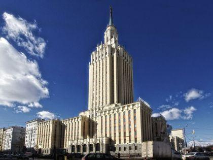 Столичные отели не славятся дешевизной, однако отдых на родине тем не менее дешевле // Констанин Кокошкин / Russian Look