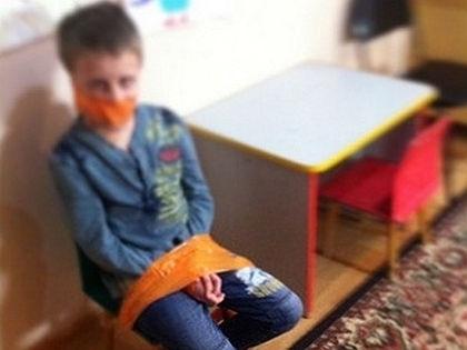 «Лечение» аутизма в детском центре «Золотой ключик» // Instagram / пользователь Wife_of_mna