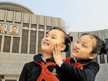 Иностранцам северокорейцы показывают только образцовую сторону жизни // Кадр из фильма «В лучах солнца»
