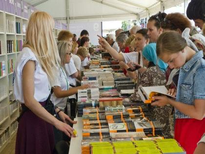 Гости фестиваля смогут пообщаться с самыми известными писателями и поэтами страны // Roman Denisov / Global Look Press