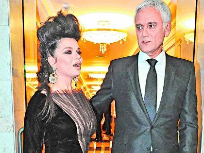 На вечер Юдашкина Королева пришла одна, а компанию звезде составлял Маршал // Мила Стриж