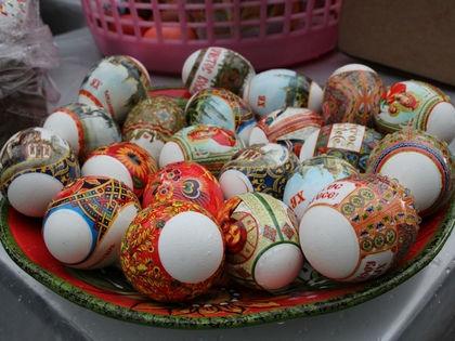 Вариантов окрашивания яиц сейчас очень много, на любой вкус и цвет // Zamir Usmanov / Russian Look