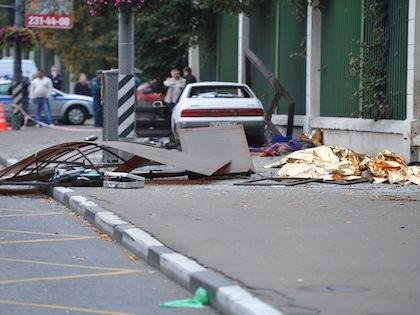 Водитель автомобиля Mazda совершил наезд на мачту городского освещения //  Russian Look