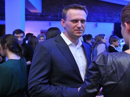Представители ФСИН пообещали проверить информацию о том, что Алексей Навальный снял с себя электронный браслет // Russian Look