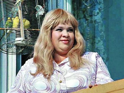 Наталья Крачковская любима народом, несмотря на карьеру в основном актрисы эпизода // Кадр из фильма «Иван Васильевич меняет профессию»