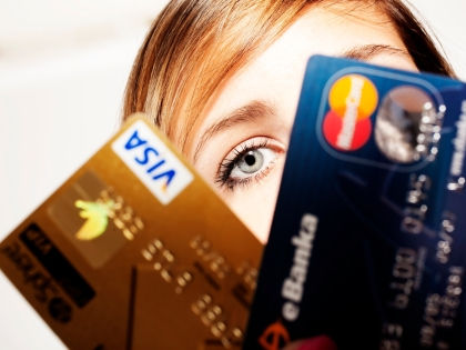 Теперь все платежи по Visa и Master Card проходят через российский расчетный центр // Global Look Press