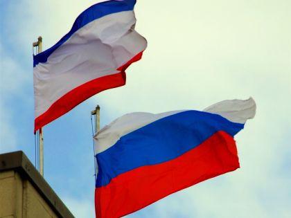 Флаги России и Крыма // Russian Look