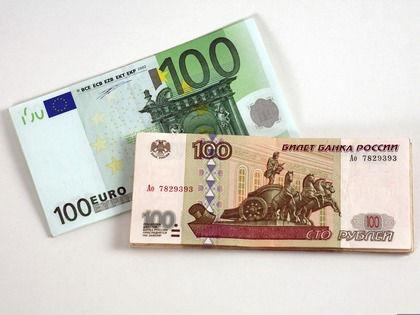 С февраля курс рубля растет по отношению к валюте // Global Look Press