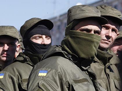По словам представителя ДНР, бои ведутся в отдельных районах «с небольшими промежутками» // Global Look Press