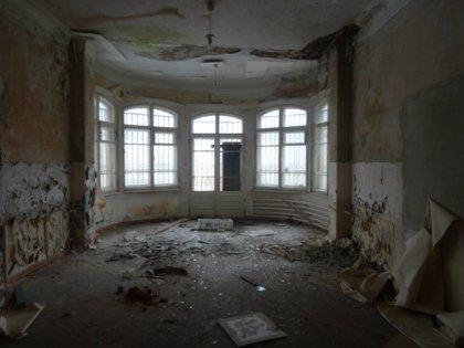 Правоохранители заявили, что не нашли наркопритона в здании, которым распоряжается связанный с бывшей женой Путина фонд // Анатолий Журату