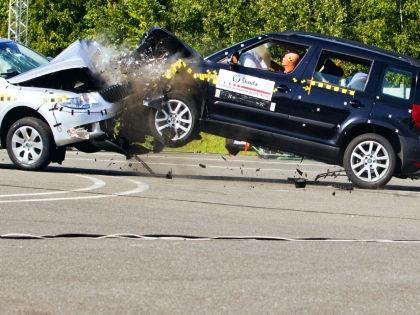 Столкновение автомобилей лоб в лоб // Global Look