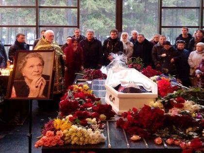 Похороны Риммы Марковой 17 января // Денис Зинченко / «Собеседник»
