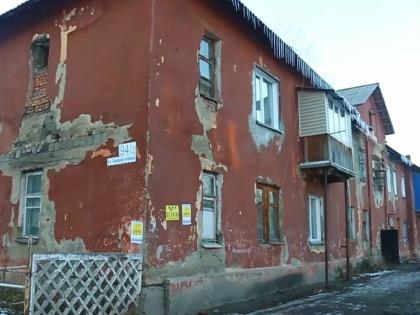«Под программу переселения граждан подпадают все жильцы домов, которые до 1 января 2012 года были признаны аварийными» // Стоп-кадр YouTube