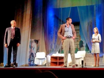 Спектакль «Любовь по понедельникам» должны были показать 30 апреля в Севастополе, а 1 и 2 мая — в Ялте // Стоп-кадр YouTube