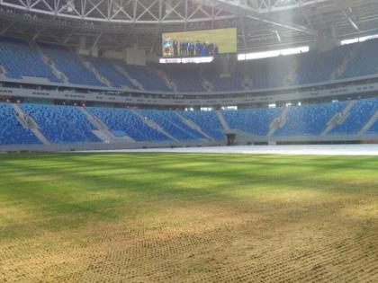 В матче «Зенит» – «Терек» поле рвалось в лоскуты под ногами футболистов // Стоп-кадр YouTube
