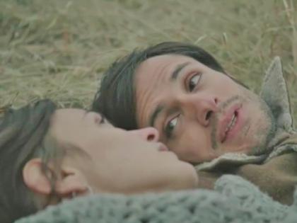 Гаэль Гарсиа Берналь и Вероника Эчеги // Стоп-кадр YouTube