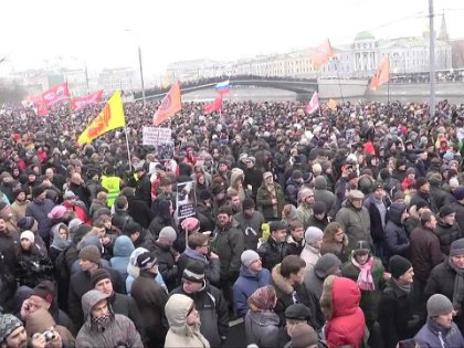 Четверть миллиона граждан России посчитали необходимым 10 декабря 2011 года выйти из зоны комфорта и выразить своё отношение к власти // Стоп-кадр YouTube