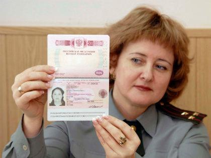 Россияне стали реже обращаться за заграничными паспортами // Стоп-кадр YouTube