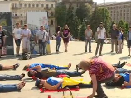 Родственники жертв крушения Ил-76 хотят справедливого расследования катастрофы // Стоп-кадр телеканала «112 Украина»