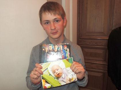 Саша Мельников: Моя мама работает воспитателем в детском доме, и я иногда передаю детям какие-нибудь подарки  // архив редакции