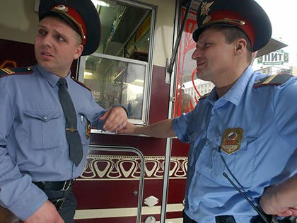 Двое полицейских задержаны в Санкт-Петербурге по подозрению в организации разбойного нападения на автозаправку // Aleksandr Schemlyaev / Russian Look