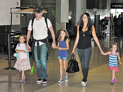 Мэтт Дэймон с женой и детьми //