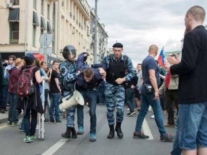 Соловьёв назвал протестующих в Москве мажорами // Elena Corvus