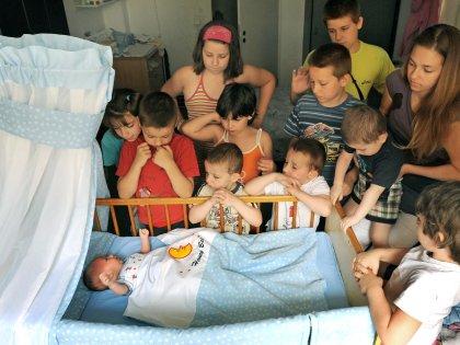 По данным всероссийской переписи населения 2010 года в стране насчитывается более 1,2 млн семей с тремя и более детьми // Global Look Press/Waltraud Grubitzsch/dpa