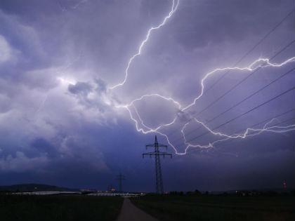 Молния бьет в самый высокий на местности объект // Global Look Press