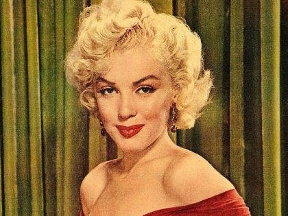 Мэрилин Монро – самая известная фанатка красной помады // Обложка журнала The New York Sunday News (1952)